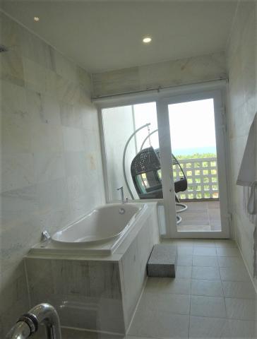 グラン ヴィリオ オーシャン リゾート ダナン スイートルーム バスルーム